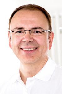 Dr. Martin Rinio Leitender Orthopäde der Gelenk-Klinik Gundelfingen, Hauptoperateur des Zentrums für Fuß - und Sprunggelenkchirurgie (ZFS) und des EndoProthetikZentrums (EPZ) der orthopädischen Gelenk-Klinik Gundelfingen