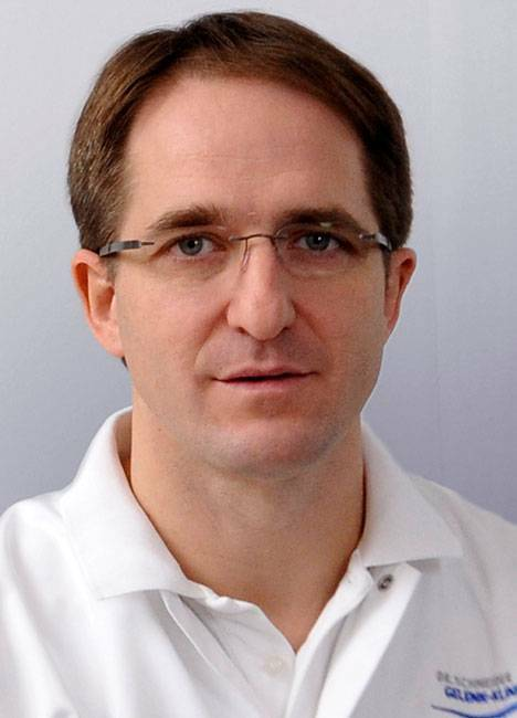 Dr med Thomas Schneider Orthopedic Specialist, Consultant for Specialised Knee and Ankle, Hip and Shoulder Surgery