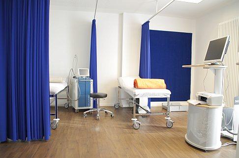 Кабинет в ортопедической Геленк-Клинике: ультразвук и Podometrie прибор для измерения походки. © Gelenk-Klinik
