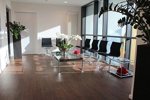 Вторая зона ожидания в новом здании ортопедической Геленк-Клиники.
