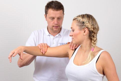Chronischer Schulterschmerz, steife Schulter – Was hilft